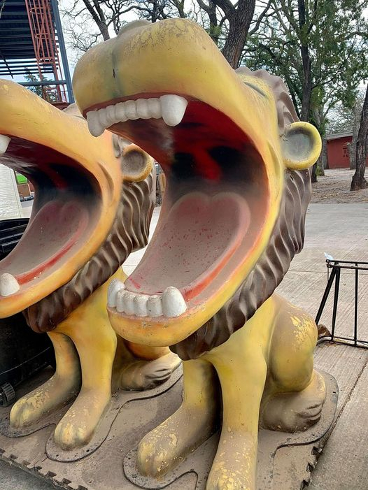 For you Okies!  We used to frequent the Lincoln Park Zoo when we were kids.  These Lions were drinking fountains located around the zoo.  My dad snapped a pic of me in the Lion's mouth.  Now the zoo is selling these little tidbits of history.  I think I need one!  Don't you?